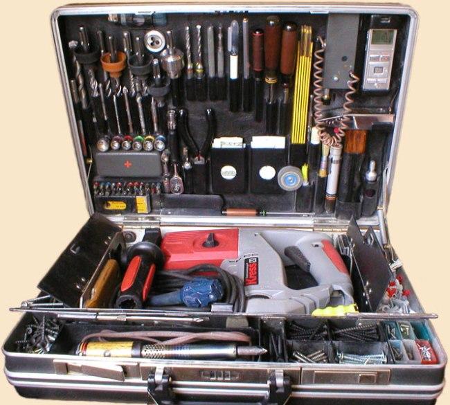 инструменты в чемоданчике