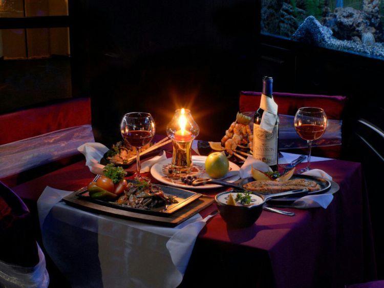 ужин в темном ресторане
