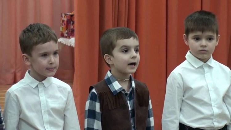 мальчики читают стихи