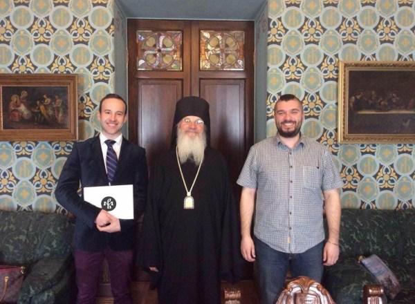 v-podvore-valaamskogo-monastyrya-s-igumenom-episkopom-pankratiem (1)