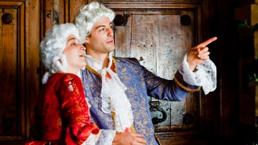 D'où vient la mode de porter des perruques blanches en vigueur au 18ème siècle ?