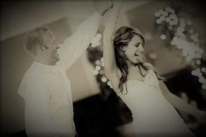 ダンスを踊る花嫁