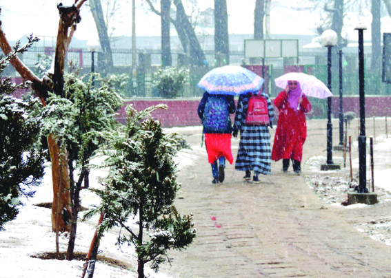 Day 2: Snowfall continues in Kashmir