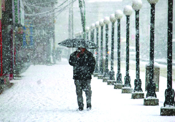 Weatherman forecasts fresh spell of rain, snow in J&K