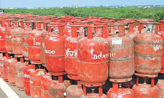 LPG, Kerosene subsidies: Govt unlikely to pay Rs 32000 crore dues before March-end