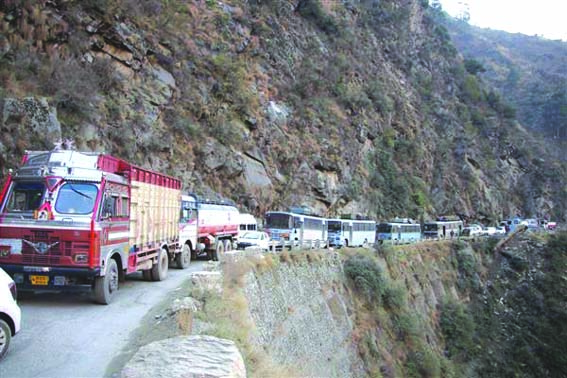 Kashmir highway closed for civilian traffic, only vehicles with essential items allowed