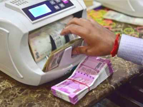 1.75 lakh entities withdrew over Rs 1 crore each from bank accounts in 1 year