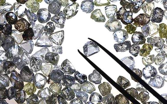 Indian diamond market loses sparkle, De Beers lowers output forecast