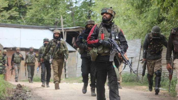 Militant, soldier killed in Shopian encounter