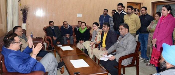 Navin, Pole listen to people's grievances at Jammu