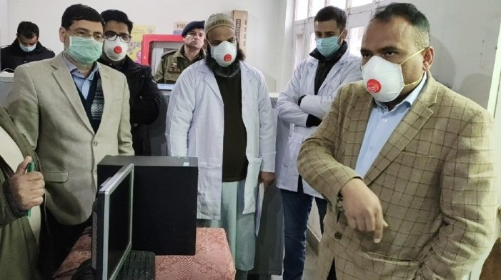 Div Com visits Bandipora, takes stock of COVID-19 control measures