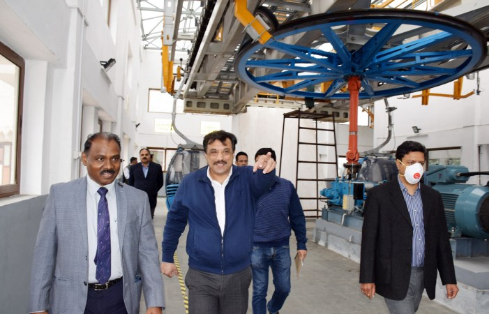 LG conducts extensive tour of Jammu city, adjoining areas