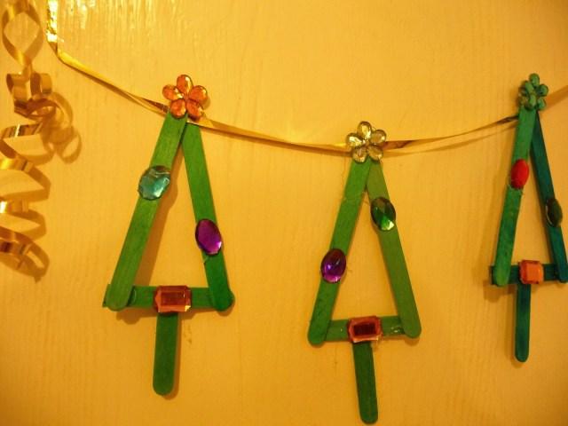 popstick Christmas garland