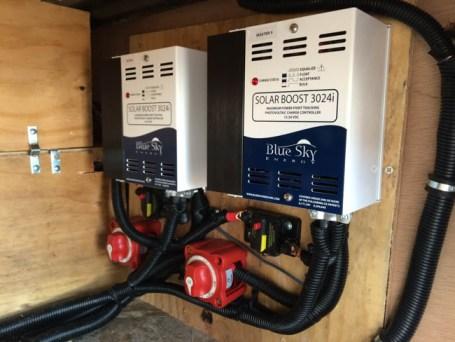 Artic Fox 5th Wheel, 100 watts, 600 AH LI, Hybrid Inverter, dual controllers, 50 amp sub panel