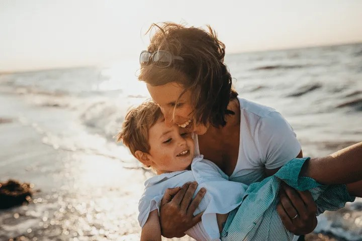 Positive parenting is the latest trend for parents. But, how do you even being? Here are 10 steps to be a better parent through positive parenting!