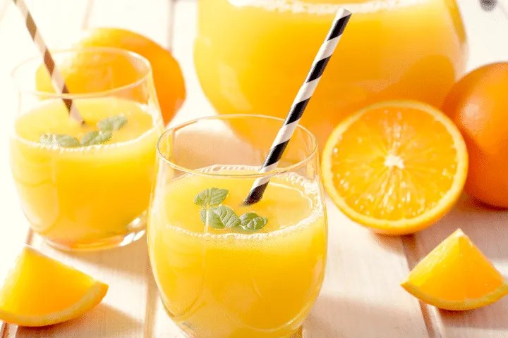 Foods to avoid giving your baby during the first year: Juice