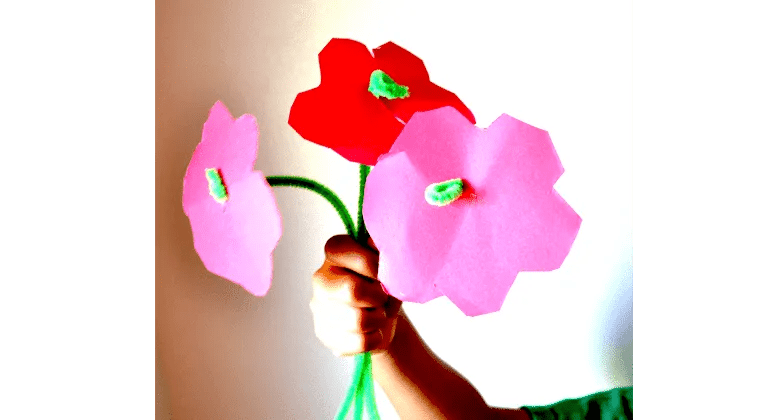 Simple pipe cleaner flower DIY project for toddlers and preschoolers, beautiful goft for moms!