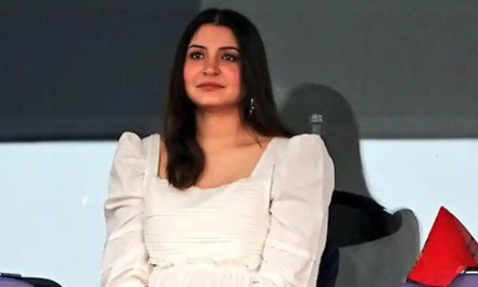 Anushka Sharma's fans form protective circle around her after Virat Kohli's RCB loses IPL match, share pics of her cheering him on