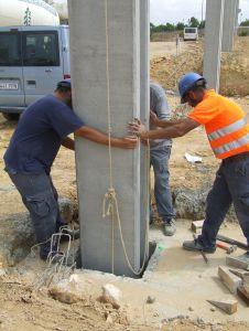 Foto de encaje de un pilar en el caliz durante el montaje