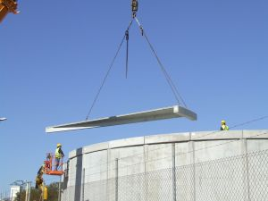 foto de montaje de cubierta de depósito