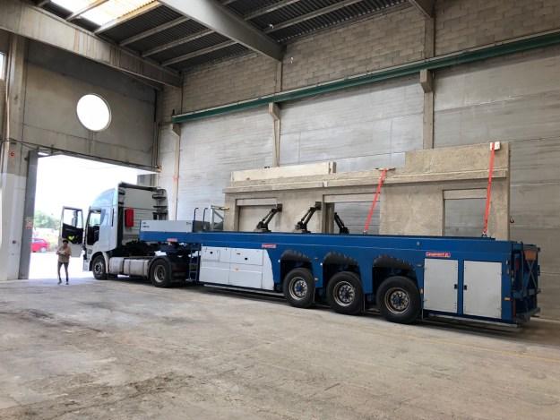 camion para transporte de paneles de una vivienda modular