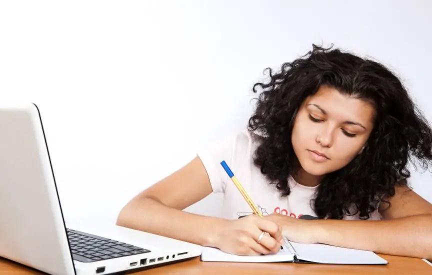 mujer estudiando hacerlo todo