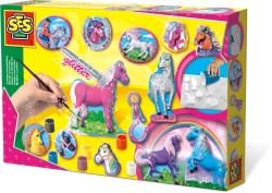 Pferde gießen und anmalen