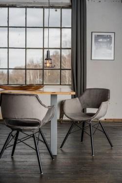 KAWOLA Essgruppe 5-Teilig mit Esstisch Baumkante nussbaumfarben Fuß silber 140x85cm und 4x Stuhl ZAJA Velvet grau