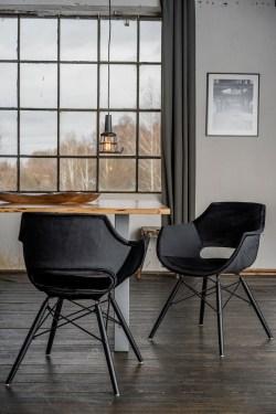 KAWOLA Essgruppe 5-Teilig mit Esstisch Baumkante Fuß silber 160x85cm und 4x Stuhl ZAJA Velvet schwarz