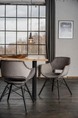 KAWOLA Essgruppe 5-Teilig mit Esstisch Baumkante nussbaumfarben Fuß schwarz 140x85cm und 4x Stuhl ZAJA Velvet grau