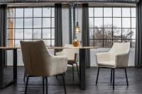KAWOLA Essgruppe 5-teilig mit Esstisch Baumkante nussbaumfarben Fuß schwarz 200x100 und 4x Stuhl Cali Stoff creme