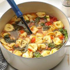 Супа со тортелини и спанаќ