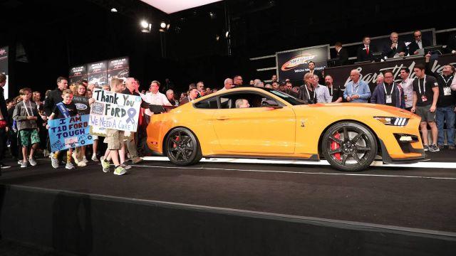 Првиот призведен Ford Mustang Shelby GT500 на аукција се продаде за 1,1 милион долари
