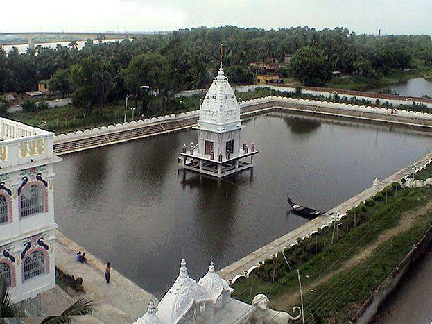 Sri-Govinda-Kunda-in-Sri-Nabadwip-Dham
