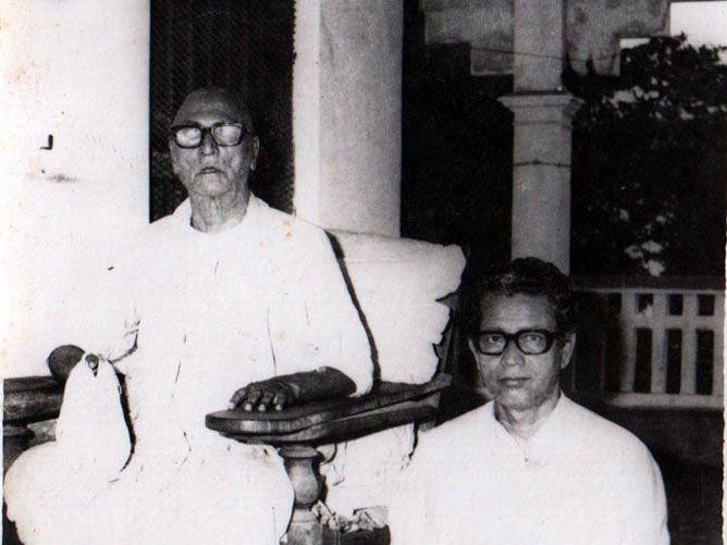 Srila-Govinda-Maharaj-Sitting-with-Srila-Sridhar-Maharaj