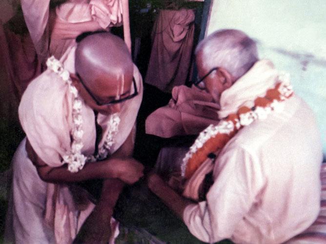 Conveying the sannyas mantra