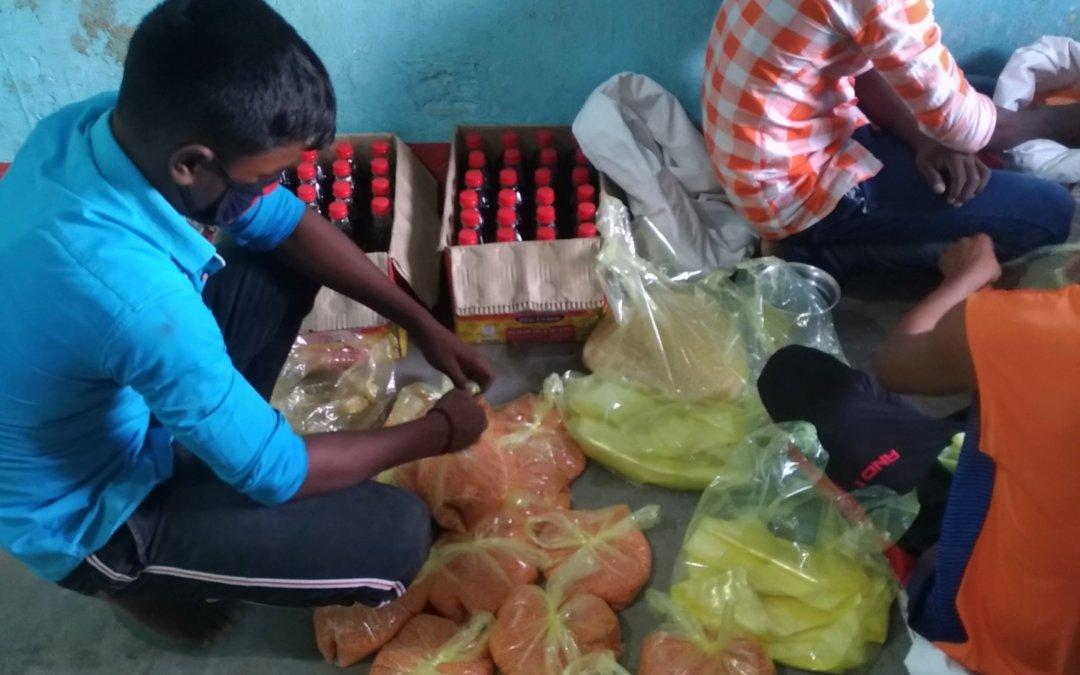食料品の配給準備