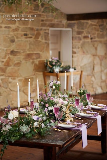 Wedding table pinks and purples