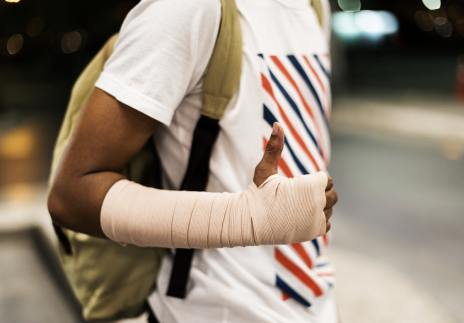 common summer injuries - Injured young man with arm support
