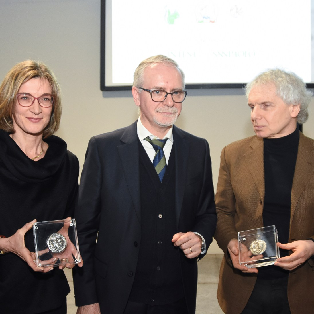 Gianfranco Bettin e Michela Signori (moglie di Marco Paolini) col presidente del Premio Sergio Frigo