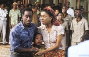 Paul (Don Cheadle) con la moglie Tatiana (Sophie Okonedo) - Hotel Rwanda (2004)