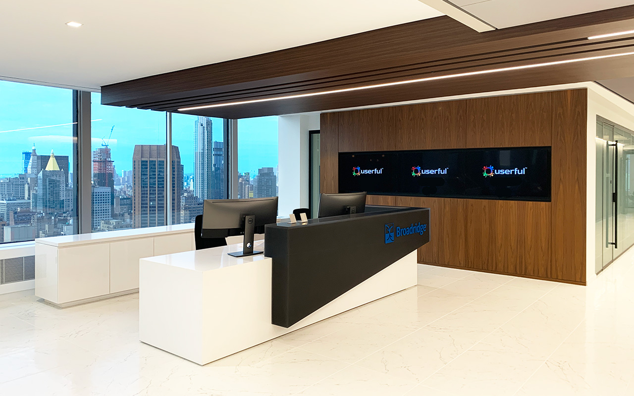 Broadridge Financial, Reception Desk