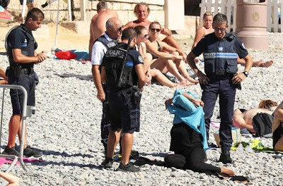 News-Update: Armed Police Confront Beachgoers Following French 'Burkini' ban