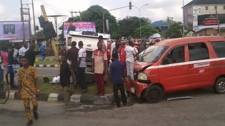 Nigerian police officers who were allegedly driving under the influence of alcohol cause ghastly accident in Akwa Ibom