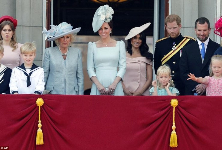 Meghan makes her first balcony appearance
