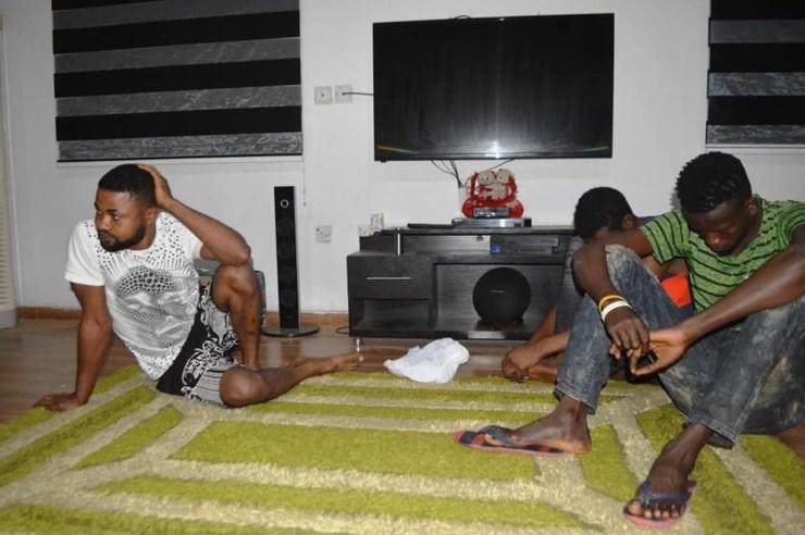 EFCC arrests 19 yahoo yahoo boys in Ibadan