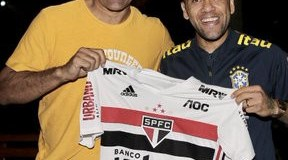 Dani Alves seals return to Brazil