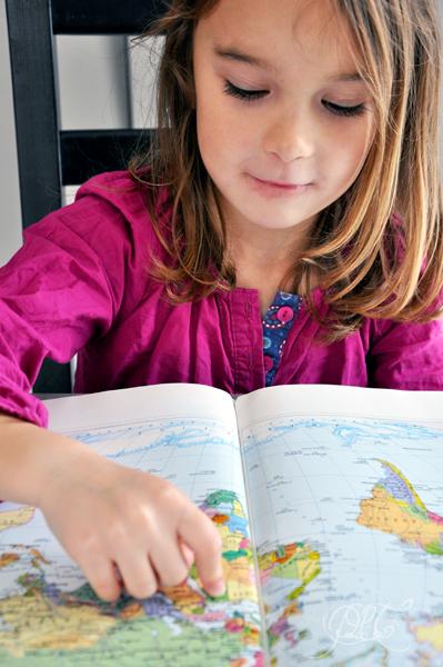 Titechérie montre l'Egypte dans un atlas
