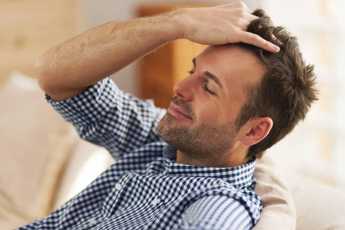 Perte de cheveux, comment différencier calvitie et pelade ?