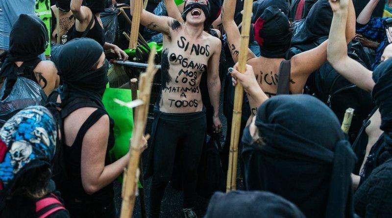 """¿Feministas o """"feminazis""""?Por Cosme Beccar Varela"""